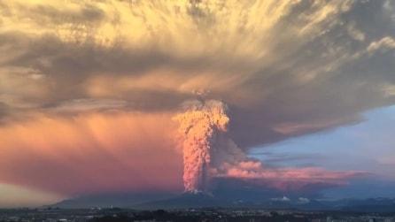 Cile, la spaventosa eruzione del vulcano Calbuco dopo 42 anni di inattività