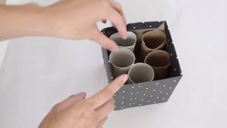 Mette 5 rotoli di carta igienica in una scatola e quello che realizza vi sorprenderà