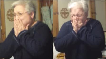 La nonna aveva perso il suo cane ed era distrutta, la famiglia le fa una speciale sorpresa