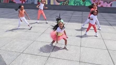 Bimba prodigio ha solo 4 anni ma già balla come una professionista
