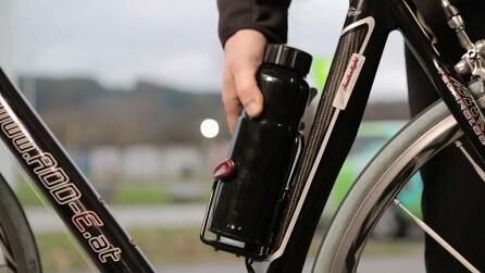 Mette una batteria al posto della borraccia: in 3 giorni riceve 85 mila euro