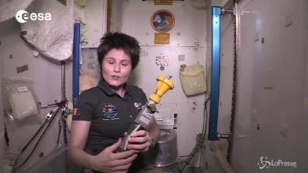 Urina trasformata in acqua potabile: Samantha Cristoforetti svela i segreti della toilette nello spazio