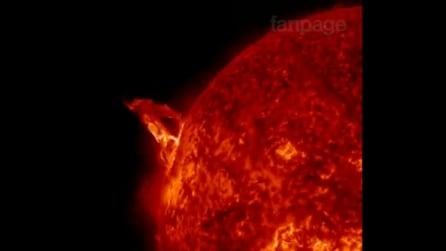 Lo spettacolo mozzafiato di un'eruzione solare grande 10 volte più della Terra