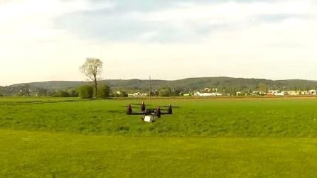 Farete fatica a seguire con lo sguardo questo drone: straordinario