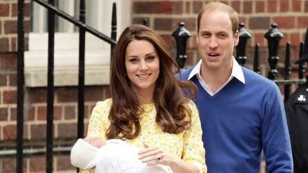 Ecco il momento in cui William e Kate presentano la Royal Baby al mondo