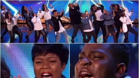 Salgono sul palco e quando iniziano a cantare è uno spettacolo senza fine