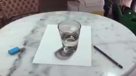 Sembra un bicchiere ma non lo è: illusione ottica stupefacente