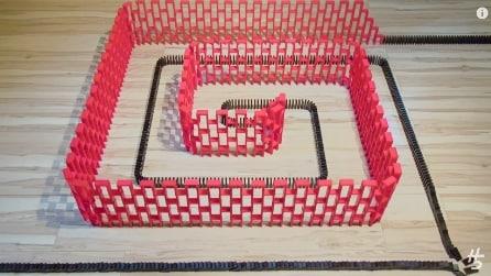 Spettacolari costruzioni con il domino. Il risultato vi lascerà a bocca aperta
