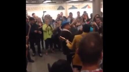 Spettacolo in metro, un concerto a sorpresa degli U2