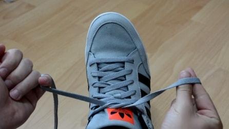 Ecco come allacciarsi le scarpe in 2 secondi