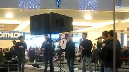 """Neri per Caso cantano live """"Sentimento pentimento"""""""