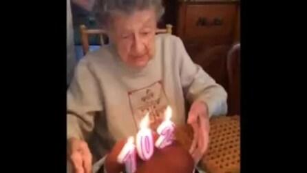 La nonna compie 102 anni, ma quando soffia sulle candeline ecco cosa succede