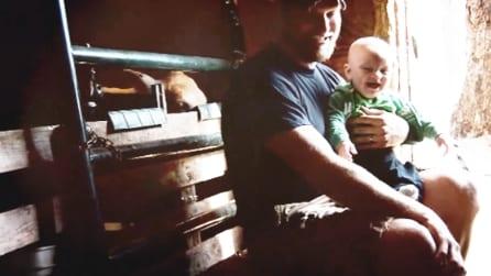 Sentite la risata di questo bimbo e non potrete fare a meno di ridere anche voi