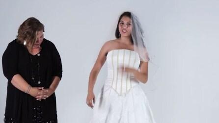 Provano il vestito da sposa della loro mamma, ecco le emozionanti reazioni