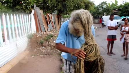 40 anni di crescita, ecco l'uomo dai capelli rasta più lunghi al mondo