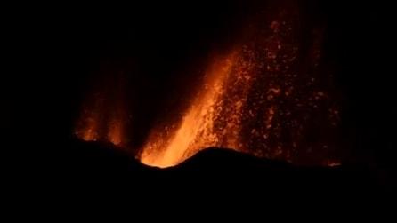 Oceano Indiano, la spettacolare eruzione del Piton de la Fournaise