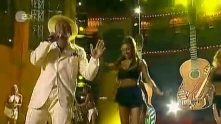 """Lou Bega canta live """"Mambo No. 5"""""""