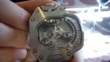 Guardate attentamente questo orologio: un'invenzione davvero geniale