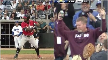 """La mazza sfugge di mano al battitore e vola verso il pubblico: spettatore si trasforma in """"eroe"""""""