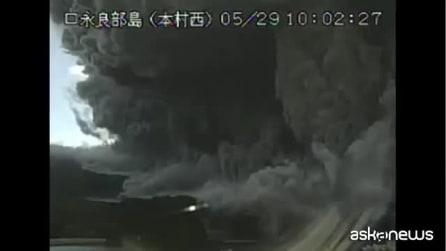 Giappone, terribile eruzione del vulcano Shindake: nessuna vittima né feriti