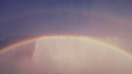 """Un """"magico"""" arcobaleno circolare che lascia tutti senza fiato"""