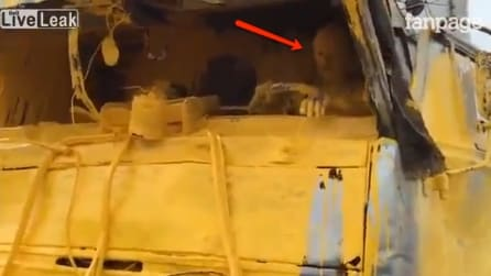 Un grosso camion trasporta vernice gialla: ecco cosa succede dopo uno spaventoso incidente