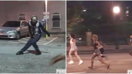 Il nonno si avvicina e balla come Michael Jackson: la divertente reazione dei passanti