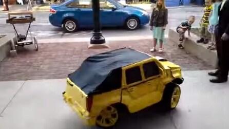 Sembra una normale mini auto ma sta per trasformarsi in qualcosa di incredibile