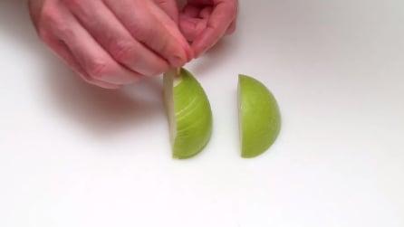 Infila uno stuzzicadenti nella mela e quello che realizza è sorprendente