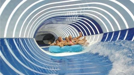 Lo scivolo d'acqua più lungo che abbiate mai visto