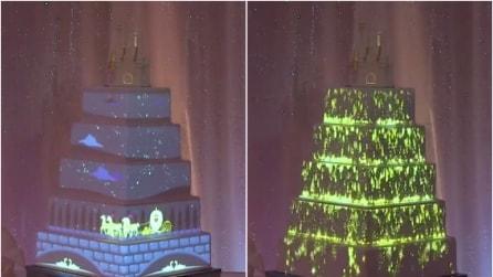 Mai vista una cosa simile: la torta che cambia colore e decorazioni
