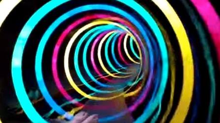 Si chiama Black Hole: lo scivolo che diventa un tunnel psichedelico