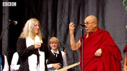 Il discorso del Dalai Lama per i suoi 80 anni al Glastonbury Festival