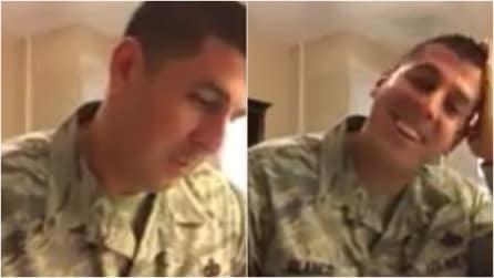 Fidanzata con un militare, gli spedisce una scatola: quando lui la apre, scopre che che sta per diventare papà
