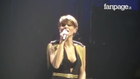 """Napoli, Alessandra Amoroso canta Pino Daniele: la sua emozionante """"Napul'è"""""""