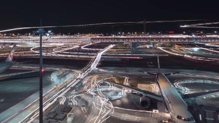 L'attività dell'aeroporto di Tokyo in timelapse: uno spettacolo di luci
