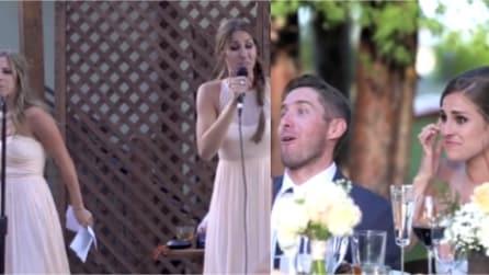 Si presentano così al brindisi di nozze e lasciano la sposa senza parole