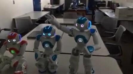 Il primo robot che risponde e ha consapevolezza di sé stesso