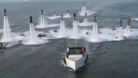 Sembra un film di fantascienza, in realtà è un'invasione di flyboard