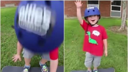 Ha solo 3 anni e quello che riesce a fare con lo skateboard è incredibile