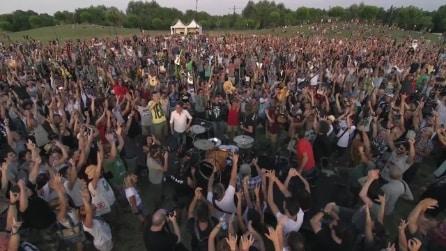 1000 musicisti suonano 'Learn to Fly' dei Foo Fighters