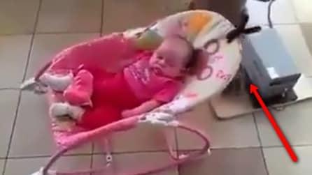 Ecco cosa si è inventata la mamma per fare addormentare la piccola