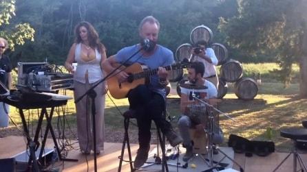 Sting sorprende gli ospiti della sua tenuta in Toscana e improvvisa un concerto