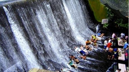 Il ristorante unico al mondo dove è possibile cenare ai piedi della cascata