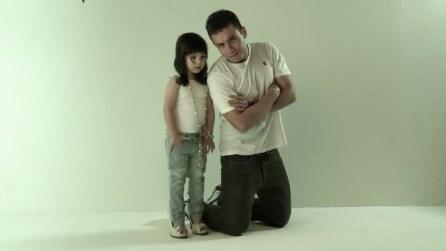 Padre e figlia riproducono le foto della mamma morta: ecco il risultato