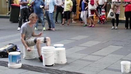 Sistema dei bidoni in strada e quello che riesce a fare lascia tutti a bocca aperta