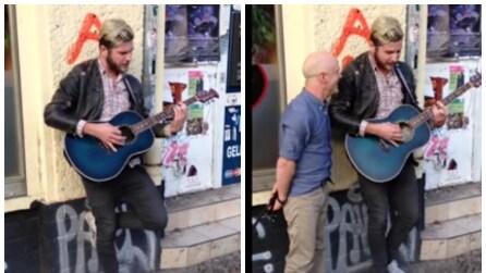 Un uomo si avvicina all'artista di strada: non immaginerete mai di chi si tratta