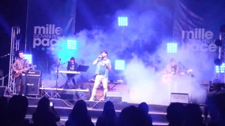 Paolo Vallesi canta il suo successo 'Le persone inutili'