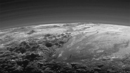 Plutone, la sonda mostra le immagini mozzafiato delle montagne di ghiaccio