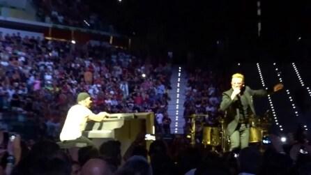 """""""Vide 'o mare quant'è bello"""": Bono improvvisa 'Torna a Surriento"""" a Torino"""